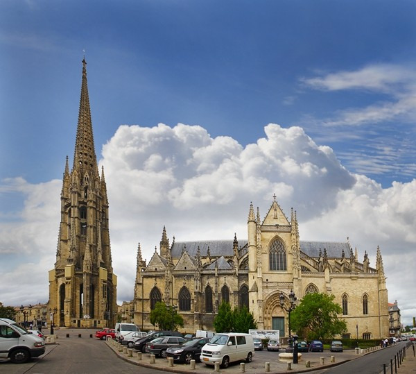 Bordeaux, The separate bell tower and Saint Michel Basilica