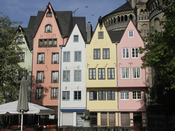 Cologne, Colorful old houses in the ancient city, Martinswinkel